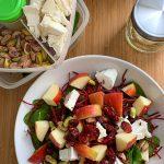 Lunch salade met quinoa, appel en geitenkaas