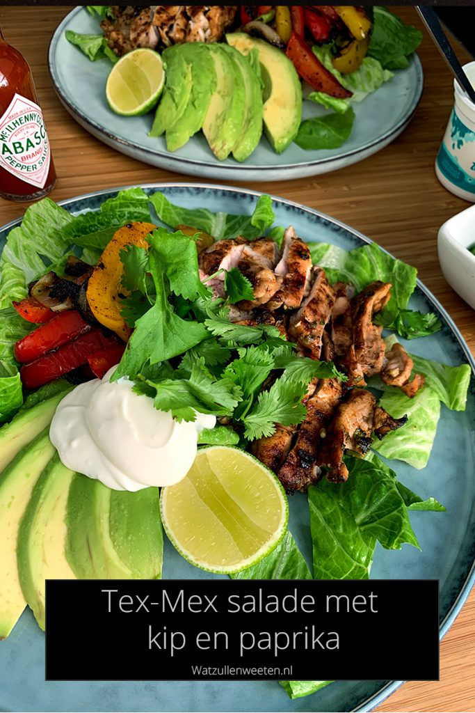 tex-mex fajita salade met kip en paprika